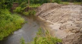 Zdewastowany brzeg pięknej rzeki. Sprawę bada policja [ZDJĘCIA]