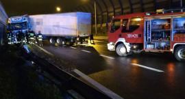 Nocny wypadek na Trasie Toruńskiej [ZDJĘCIA]