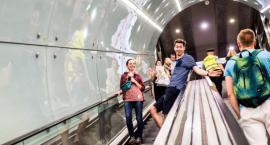 Pasażerowie metra coraz młodsi. Wyniki ankiety