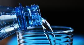 Uważajcie na tę wodę mineralną. Jest wycofywana ze sklepów!