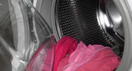 Zamknęli dziecko w pralce. Film wrzucili do sieci. Internauci nie zawiedli