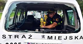 Zderzenie radiowozu straży miejskiej z autobusem. Ranni strażnicy [ZDJĘCIA]