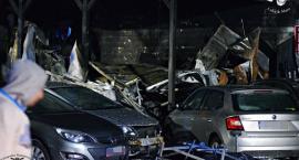 Łomianki: pożar warsztatu samochodowego. Spłonęły trzy auta, pięć uszkodzonych [ZDJĘCIA]