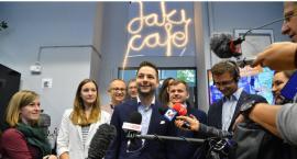 """""""Jaki Cafe"""" nie ma zezwolenia sanepidu, więc udaje kawiarnię, a prowadzi tam agitację wyborczą"""