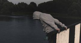17-latka chciała skoczyć z mostu. Kolejna próba samobójcza