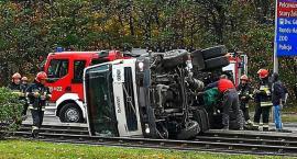 Ciężarówka na torach tramwajowych [ZDJĘCIA]