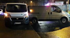 Samochód się stoczył i uderzył w nieprawidłowo zaparkowane auto [ZDJĘCIA]