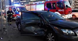 Samochód osobowy zderzył się z nieoznakowanym radiowozem [ZDJĘCIA]