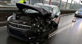 Zderzenie trzech samochodów na S8. Jedna osoba ranna [ZDJĘCIA]