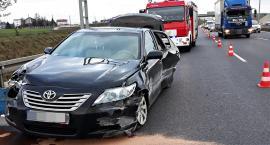 Dwie osoby ranne po zderzeniu osobówki z busem na S8 [ZDJĘCIA]