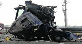 Groźny wypadek na S8 - zderzenie dwóch samochodów ciężarowych [ZDJĘCIA]