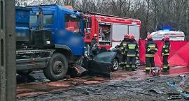 Tragiczny wypadek na Wóycickiego. Dwie osoby ranne, jedna nie żyje [ZDJĘCIA]