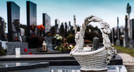 Niezbędne formalności związane z pożegnaniem osoby bliskiej przy organizacji pogrzebu