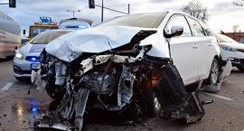 Groźny wypadek na Modlińskiej - zderzenie trzech aut [ZDJĘCIA]
