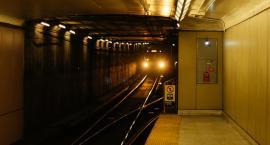 Pijani weszli do tunelu metra i przeszli ponad kilometr