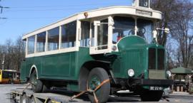 Przedwojenny autobus w Miejskich Zakładach Autobusowych.