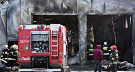 Ogromny pożar pod Warszawą. Spłonął warsztat samochodowy