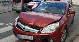Zderzenie taksówki z Uberem. Jedna osoba ranna [ZDJĘCIA]