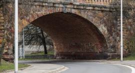 Wyremontują ceglany zjazd z mostu Poniatowskiego