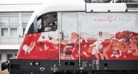 Podniesiono biało-czerwoną lokomotywę