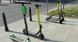 Wypożyczalnia hulajnóg elektrycznych będzie karać za parkowanie w niedozwolonych miejscach
