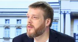 Adrian Zandberg, kandydat Lewicy w Warszawie, notuje największy wzrost zaufania wśród polityków