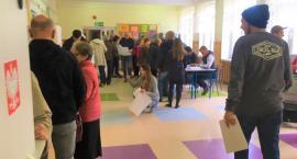 PKW podała frekwencję wyborczą na godzinę 12.00