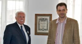 Prezydent Ryszard Kaczorowski z wizytą w Koneserze
