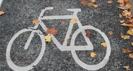 Krawężnik na końcu przejazdu rowerowego. Według ZDM nie ma żadnego problemu
