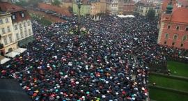 Czarny Protest: tysiące Warszawiaków wyraziło swój sprzeciw przeciwko zaostrzeniu ustawy aborcyjnej