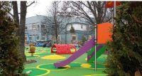 Terapeutyczny plac zabaw dla dzieci prawie gotowy