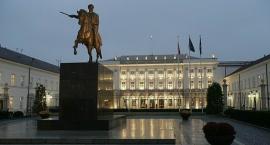 Jarosław Kaczyński chce dwóch pomników przed pałacem