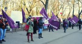 Partia Razem nadal protestuje pod kancelarią premiera [zdjęcia]