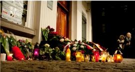 Hołd Warszawiaków dla ofiar zamachów terrorystycznych w Brukseli