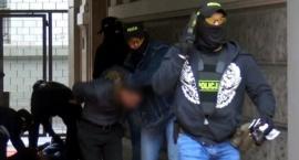 Funkcjonariusze CBŚP zatrzymali w Al. Ujazdowskich obcokrajowców poszukiwanych przez Interpol