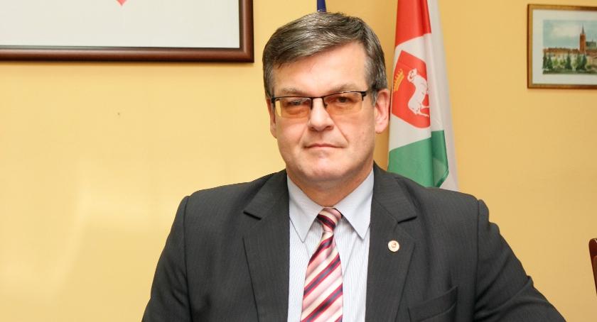 Finanse, Polemika burmistrza Karczewa Krzywym okiem radnego… - zdjęcie, fotografia