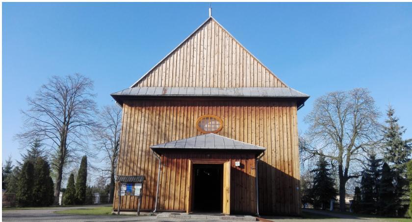 Kościoły , Odnowiony ołtarz kościoła Warszawicach - zdjęcie, fotografia