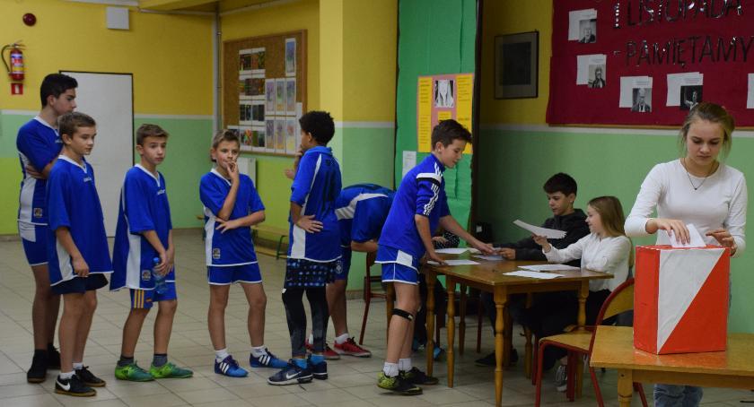 Edukacja - nauka, Karczewska młodzieżowa rozpoczyna drugą kadencję - zdjęcie, fotografia