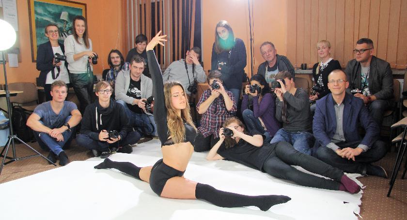 Film - fotografia, Akrobatka Justyna portretach fotografów Wiązowna - zdjęcie, fotografia