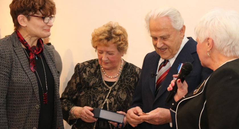 Edukacja - nauka, Rzeźbiarz Otwocka nagrodzony przez ministra kultury - zdjęcie, fotografia