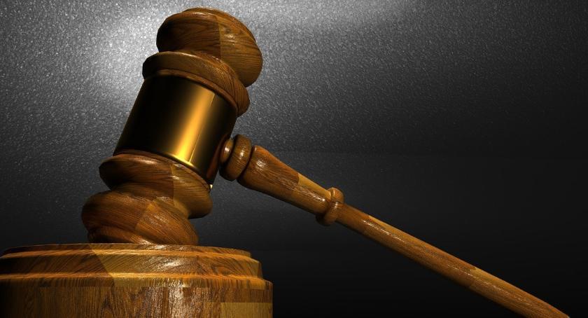Prawo, wyrok sądu dotyczący referendum - zdjęcie, fotografia