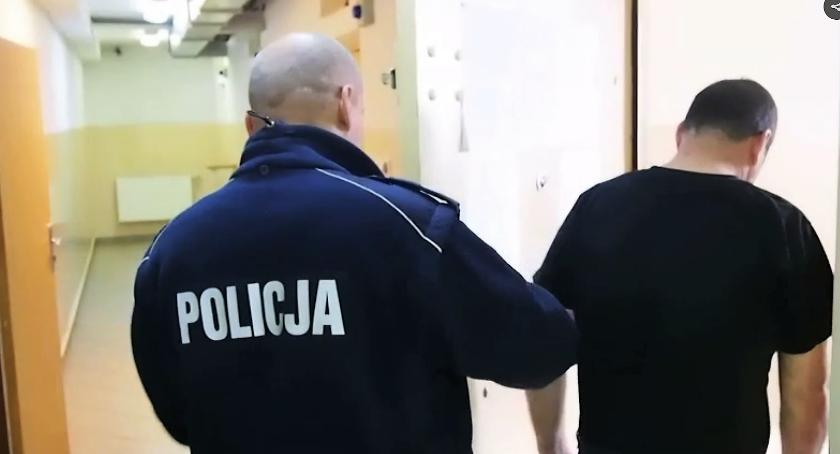 """Bezpieczeństwo, Mieszkaniec gminy Karczew chciał """"wykurzyć"""" sąsiadów - zdjęcie, fotografia"""