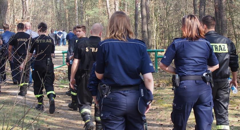 Bezpieczeństwo, Wielka akcja poszukiwawcza lesie między Otwockiem Karczewem - zdjęcie, fotografia