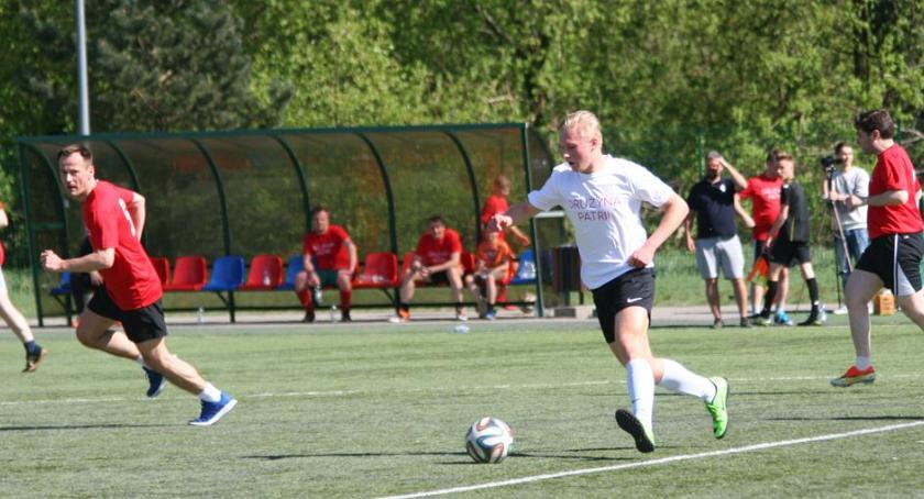 Piłka nożna, Twórcy kontra Przedsiębiorcy czyli Ośrodka Kultury Patria - zdjęcie, fotografia