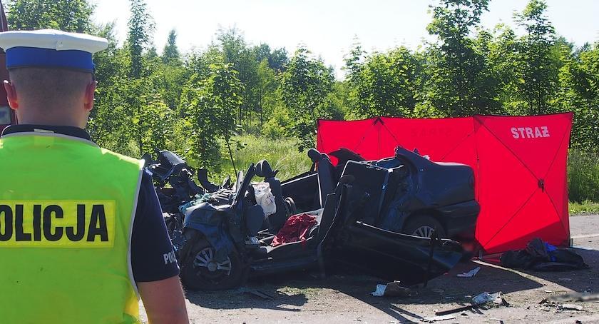 Wypadki drogowe , latek zginął zderzeniu czołowym - zdjęcie, fotografia
