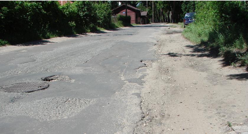 Komunikacja - drogi , czterech proszą udrożnienie poboczy Reymonta - zdjęcie, fotografia
