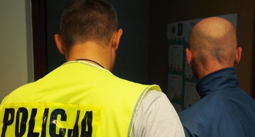 Kronika kryminalna, Uciekał narkotykami skarpecie - zdjęcie, fotografia