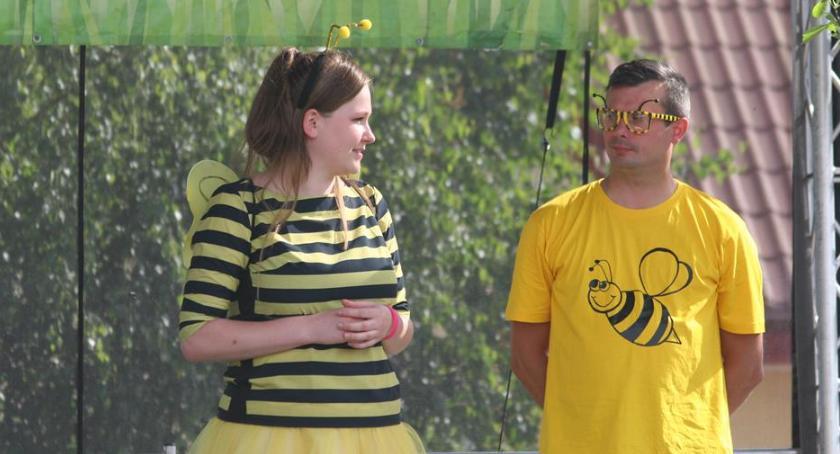Imprezy, Piknik znakiem pszczoły - zdjęcie, fotografia