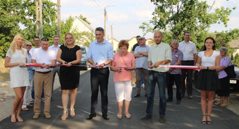 Inwestycje, Otwarcie nowych dróg gminie Celestynów - zdjęcie, fotografia