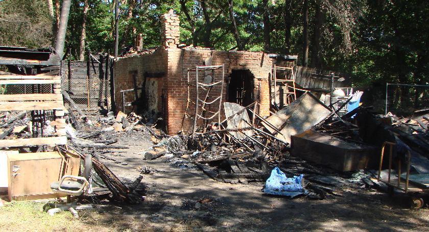 Interwencje Straży Pożarnej , Butle gazem płonącej komórce - zdjęcie, fotografia